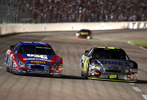 Johnson_races_kenseth_at_texas